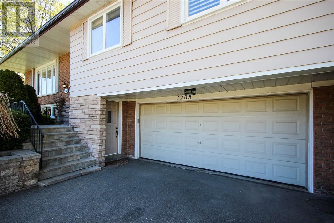 1205 Falgarwood Drive, Oakville, Ontario  L6H 2L5 - Photo 3 - 30733415
