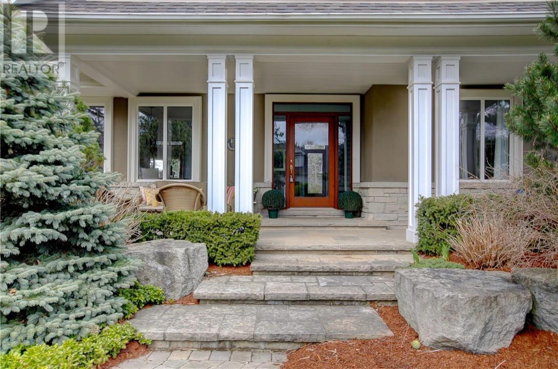211 Eastcourt Road, Oakville, Ontario  L6J 4Y5 - Photo 2 - 30728532